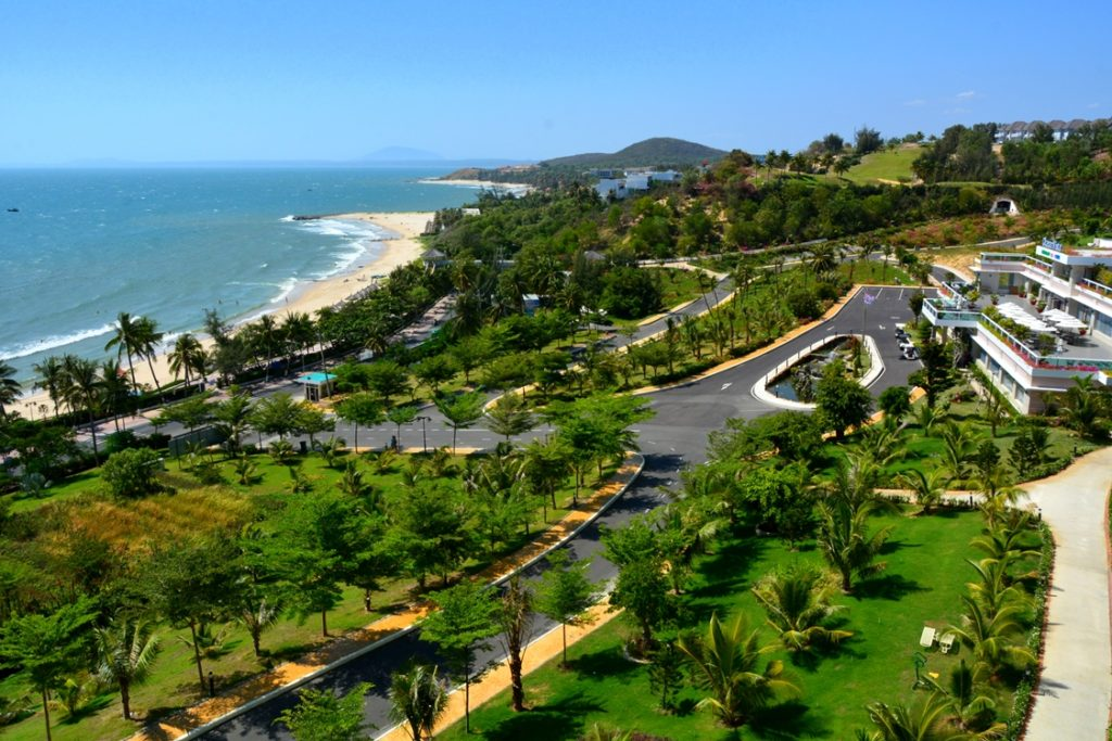 Вид на террриторию и пляж