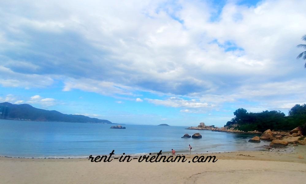 Фото пляжа напротив Мун Тань Океанус (север)